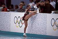 Kunstløp<br /> OL 1994 Lillehammer<br /> Foto: imago/Digitalsport<br /> NORWAY ONLY<br /> <br /> 16.02.1994  <br /> Tonya Harding (USA) zeigt den Preisrichtern ihre kaputten Schnürsenkel