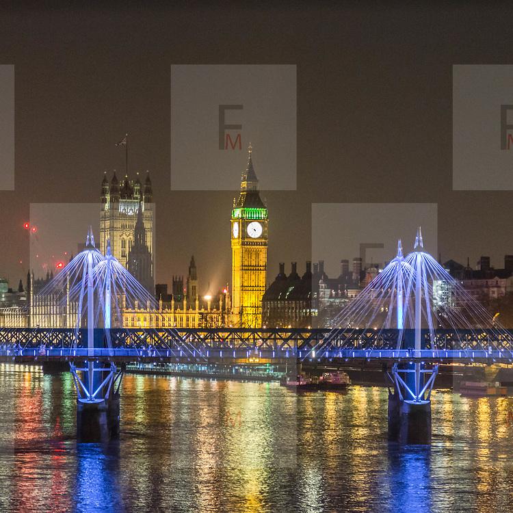 Il Big Ben e il Jubilee Bridge, il ponte pedonale che collega Covent Garden e la riva sud del Tamigi vicino al London Eye<br /> <br /> The Big Ben and the Jubilee Bridge, the pedestrian bridge that links Covent Garden and the South Bank of Thames near the London Eye<br /> <br /> #6d, #photooftheday #picoftheday #bestoftheday #instadaily #instagood #follow #followme #nofilter #everydayuk #canon #buenavistaphoto #photojournalism #flaviogilardoni <br /> <br /> #london #uk #greaterlondon #londoncity #centrallondon #cityoflondon #londontaxi #londonuk #visitlondon<br /> <br /> #photo #photography #photooftheday #photos #photographer #photograph #photoofday #streetphoto #photonews #amazingphoto #blackandwhitephoto #dailyphoto #funnyphoto #goodphoto #myphoto #photoftheday #photogalleries #photojournalist #photolibrary #photoreportage #pressphoto #stockphoto #todaysphoto #urbanphoto