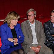 NLD/Hilversum/20121003- Boekpresentatie De Iconen van het NOS Achtuurjournaal, Eugenie Herlaar, Pia Dijkstra, Herman Siezen, Rob Trip