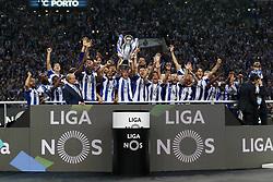 May 6, 2018 - Porto, Porto, Portugal - Porto's team raises the national champion trophy during the Premier League 2017/18 match between FC Porto and CD Feirense, at Dragao Stadium in Porto on May 6, 2018. (Credit Image: © Dpi/NurPhoto via ZUMA Press)