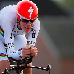 CYCLING 's-Heerenhoek: De eerste tijdrit voor vrouwen in het kader van de tijdritcompetitie werd verreden voorafgaand aan de omloop van Borsele. Ellen van Dijk