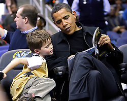 President Barack Obama gets help reading his game program from Nick Aigello, 5, at the Chicago Bulls vs Washington Wizards basketball  during their game played at the Verizon Center in Washington, D.C., USA on February 27, 2009.  Photo by Harry E. Walker/MCT/ABACAPRESS.COM  | 179644_006 Washington Etats-Unis United States