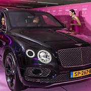 NL/Amsterdam/20201112 - Albumpresentatie Famke Louise bij carwash Loogman, Bentley van Ali B