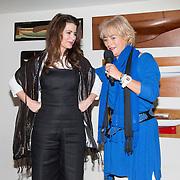 NLD/Muiden/20160530 , Uitreiking CosmoQueen Award 2016, Caroline  de Bruijn krijgt de Cosmoqueen sjaal
