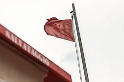 """THEMENBILD - der Hochsitz der Strandrettung """"Salvataggio"""" und eine rote Fahne weht im Wind. Die Fahne bedeutet Sturmwarnung. Lignano ist ein beliebter Badeort an der italienischen Adria-Küste, aufgenommen am 15. Juni 2019, Lignano, Italien // the high seat of the beach rescue """"Salvataggio"""" and a red flag blowing in the wind. The flag means storm warning. Lignano is a popular seaside resort on the Italian Adriatic coast on 2019/06/15, Lignano Sabbiadoro, Italy. EXPA Pictures © 2019, PhotoCredit: EXPA/ Stefanie Oberhauser"""
