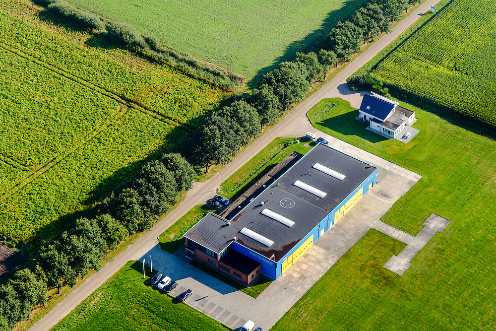 Nederland, Drenthe, Emmen, 28-10-2016; Emmer-Compascuum,<br /> hoofdvestiging Heli-Holland. Werkplaats en kantoren.<br /> luchtfoto (toeslag op standard tarieven);<br /> aerial photo (additional fee required);<br /> copyright foto/photo Siebe Swart