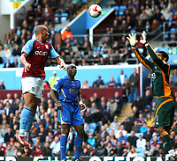 Fotball<br /> England<br /> Foto: Fotosports/Digitalsport<br /> NORWAY ONLY<br /> <br /> John Carew of Aston Villa, Sol Campbell and David James of Portsmouth, Aston Villa  v Portsmouth FC / 18.10.08 Premier League