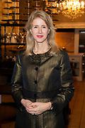Opening te zijn van Addy van den Krommenacker's nieuwe onderkomen. Per februari vestigt hij zich in Villa Maasdonk in Nuland en maakt een doorstart na zijn faillissement.<br /> <br /> Op de foto:  Mona Keijzer