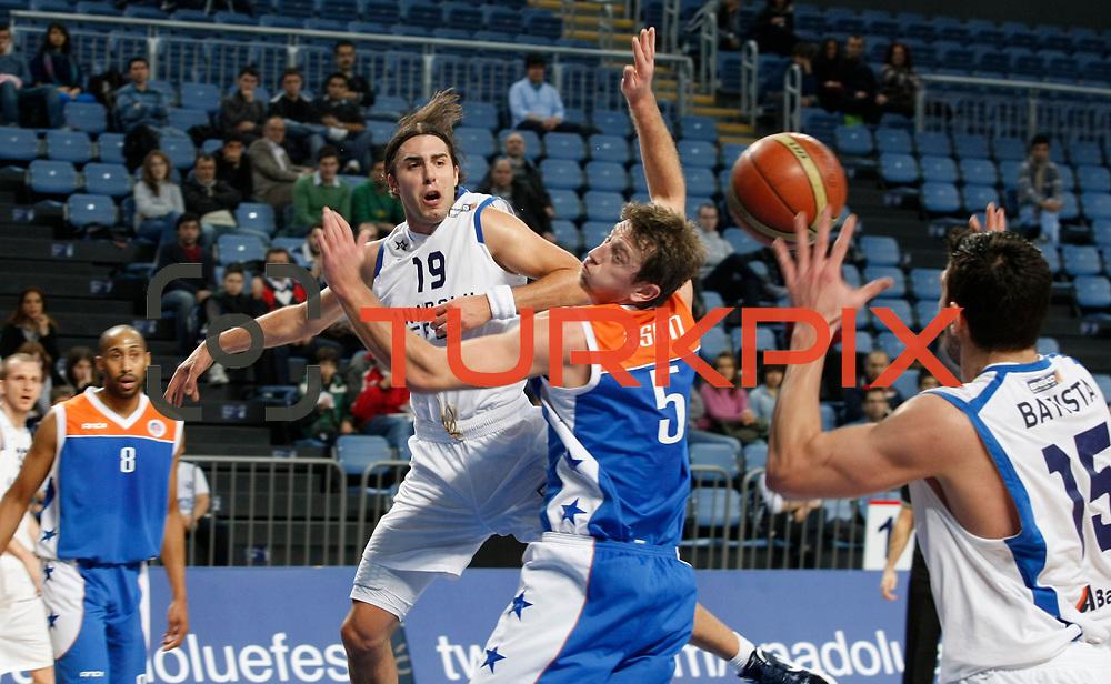 Anadolu Efes's Sasha Vujacıc (C) during their Turkish Basketball League match Anadolu Efes between Mersin BSB at Sinan Erdem Arena in Istanbul, Turkey, Saturday, January 14, 2012. Photo by TURKPIX