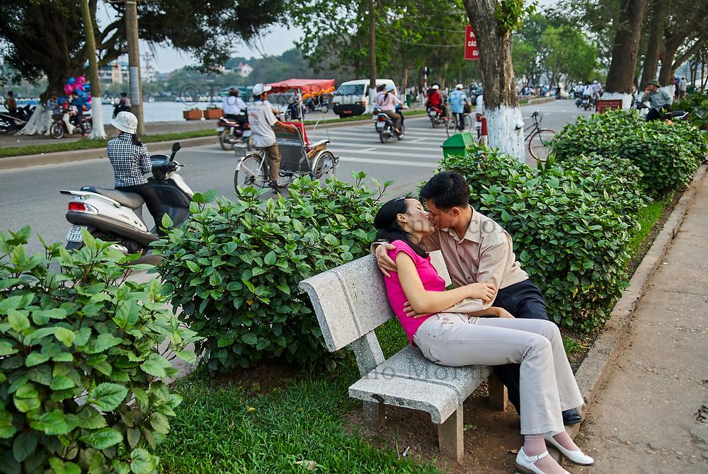 Vietnam. Hanoi. Scene de rue. // Vietnam. Hanoi. Street life, lover