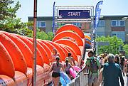 Nederland, Nijmegen, 26-5-2017In de binnenstad is bij het valkhofpark op de onze lieve vrouwentrappen richting waalkade een opblaasbare glijbaan,  de grootste waterglijbaan van europa geplaats waar mensen dit weekend vanaf kunnen glijden . Het is een evenement in het kader van nijmegen summercapital of holland, wat veel bezoekers, publiek trekt, zeker op deze zonnige, warme,tropische dagen. FOTO: FLIP FRANSSEN