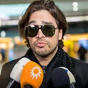 NLD/Schiphol/20180513 - Terugkomst Waylon op Schiphol, walon geeft een interview