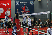 Volleyball: 1. Bundesliga, SVG Lueneburg - VSG Coburg / Grub, Lueneburg, 10.02.2016<br /> Nick del Bianco (Lüneburg, l.)<br /> © Torsten Helmke