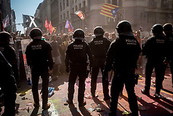 September 29, 2018 - Barcelona, Catalonia, Spain - Catalan regional police officers (Mossos Esquadra) block a pro-independence protest in Barcelona.  Pro-independence supporters demonstrated against a march in support of Spanish police. Next first October marks one year of the Catalan referendum on independence that led hundreds of injuried voters due the Spanish police crackdown. (Credit Image: © Jordi Boixareu/ZUMA Wire)