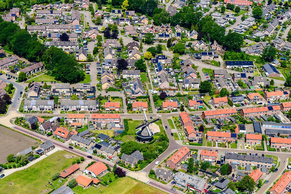 Nederland, Gelderland, Gemeente Bronckhorst, 29-05-2019; Achterhoek, Vorden. Overzicht oostelijk deel van het dorp met Hackforter Molen en  Molen De Hoop. Zicht op het omliggende platteland.<br /> Village Vorden, windmills.<br /> <br /> luchtfoto (toeslag op standard tarieven);<br /> aerial photo (additional fee required);<br /> copyright foto/photo Siebe Swart