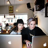 Nederland, Amsterdam , 24 februari 2014.<br /> Ontspannen en werken tegelijkertijd in lunch, ontmoetings- en flexplek zaken zoals hier in de Hutspot in de van Woustraat<br /> Foto:Jean-Pierre Jans