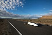 De vijfde racedag van de WHPSC. In Battle Mountain (Nevada) wordt ieder jaar de World Human Powered Speed Challenge gehouden. Tijdens deze wedstrijd wordt geprobeerd zo hard mogelijk te fietsen op pure menskracht. Ze halen snelheden tot 133 km/h. De deelnemers bestaan zowel uit teams van universiteiten als uit hobbyisten. Met de gestroomlijnde fietsen willen ze laten zien wat mogelijk is met menskracht. De speciale ligfietsen kunnen gezien worden als de Formule 1 van het fietsen. De kennis die wordt opgedaan wordt ook gebruikt om duurzaam vervoer verder te ontwikkelen.<br /> <br /> The fifth day if the WHPSC. In Battle Mountain (Nevada) each year the World Human Powered Speed Challenge is held. During this race they try to ride on pure manpower as hard as possible. Speeds up to 133 km/h are reached. The participants consist of both teams from universities and from hobbyists. With the sleek bikes they want to show what is possible with human power. The special recumbent bicycles can be seen as the Formula 1 of the bicycle. The knowledge gained is also used to develop sustainable transport.
