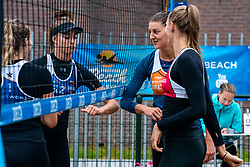 The elbow greet before the start Puk Stubbe, Anne Buijs (m) en Nika Daalderop. From July 1, competition in the Netherlands may be played again for the first time since the start of the corona pandemic. Nevobo and Sportworx, the organizer of the DELA Eredivisie Beach volleyball, are taking this opportunity with both hands. At sunrise, Wednesday exactly at 5.24 a.m., the first whistle will sound for the DELA Eredivisie opening tournament in Zaandam on 1 July 2020 in Zaandam.