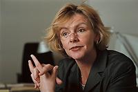 19 JAN 2001, BERLIN/GERMANY:<br /> Margareta Wolf, Parl. Staatssekretaerin beim Bundeswirtschaftsministerium, waehrend einem Interview, in ihrem Buero, Bundeswirtschaftsministerium<br /> IMAGE: 20010119-02/01-29<br /> KEYWORDS: Staatssekretärin, Büro