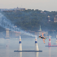 0708194031a Red Bull Air Race international air show qualifying runs over the river Danube, Budapest preceding the anniversary of Hungarian state foundation. Hungary. Sunday, 19. August 2007. ATTILA VOLGYI