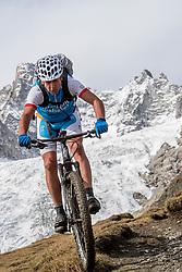 15-09-2017 ITA: BvdGF Tour du Mont Blanc day 6, Courmayeur <br /> We starten met een dalende tendens waarbij veel uitdagende paden worden verreden. Om op het dak van deze Tour te komen, de Grand Col Ferret 2537 m., staat ons een pittige klim (lopend) te wachten. Na een welverdiende afdaling bereiken we het Italiaanse bergstadje Courmayeur. Alberto