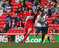 Photo: Andrew Unwin.<br />Middlesbrough v West Ham United. The Barclays Premiership. 17/04/2006.<br />West Ham's Lionel Scaloni (R) claims he's been hit by Middlesbrough's Mark Viduka (L).