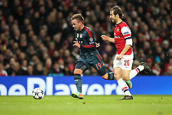 19.02.2014, Emirates Stadion, London, ENG, UEFA CL, FC Arsenal vs FC Bayern Muenchen, Achtelfinale, im Bild l-r: im Zweikampf, Aktion, mit Mario GOETZE #19 (FC Bayern Muenchen), Mathieu Flamini #20 (FC Arsenal London) // during the UEFA Champions League Round of 16 match between FC Arsenal and FC Bayern Munich at the Emirates Stadion in London, Great Britain on 2014/02/19. EXPA Pictures © 2014, PhotoCredit: EXPA/ Eibner-Pressefoto/ Kolbert<br /> <br /> *****ATTENTION - OUT of GER*****