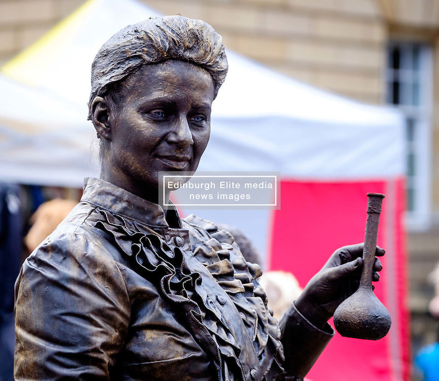 Edinburgh Scotland 7th August 2016 :: Performers from Fringe shows entertain in the High Street to promote their shows.<br /> <br /> Pictured: A human 'sculpture'.<br /> <br /> (c) Andrew Wilson | Edinburgh Elite media