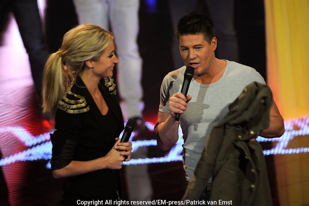 Eerste Live Show van de Voice of Holland in Studio 22 in Hilversum.<br /> <br /> Op de foto:  Martijn Krabbé en Wendy van Dijk