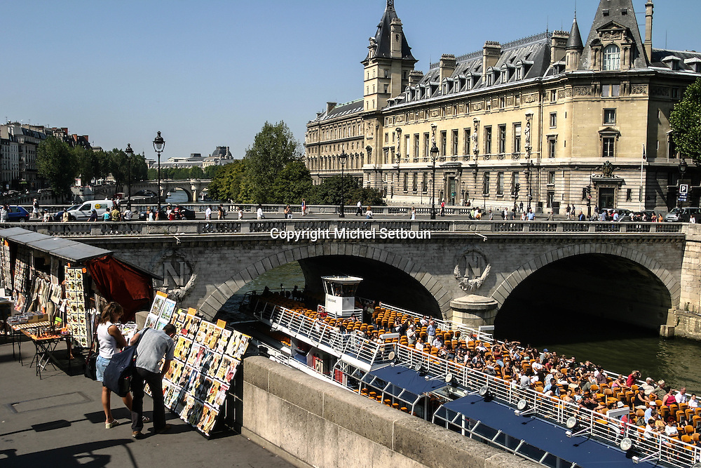 France. Paris. 5th district.  paris saint michel quay and bouksellers