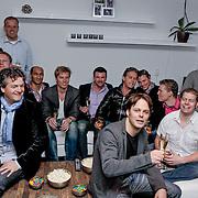 NLD/Hoofddorp/20120320 - Lancering Video on Demand, Kasper van Kooten en Danny de Munk kijken de huispremiere met prijswinnaar Roy met 10 vrienden