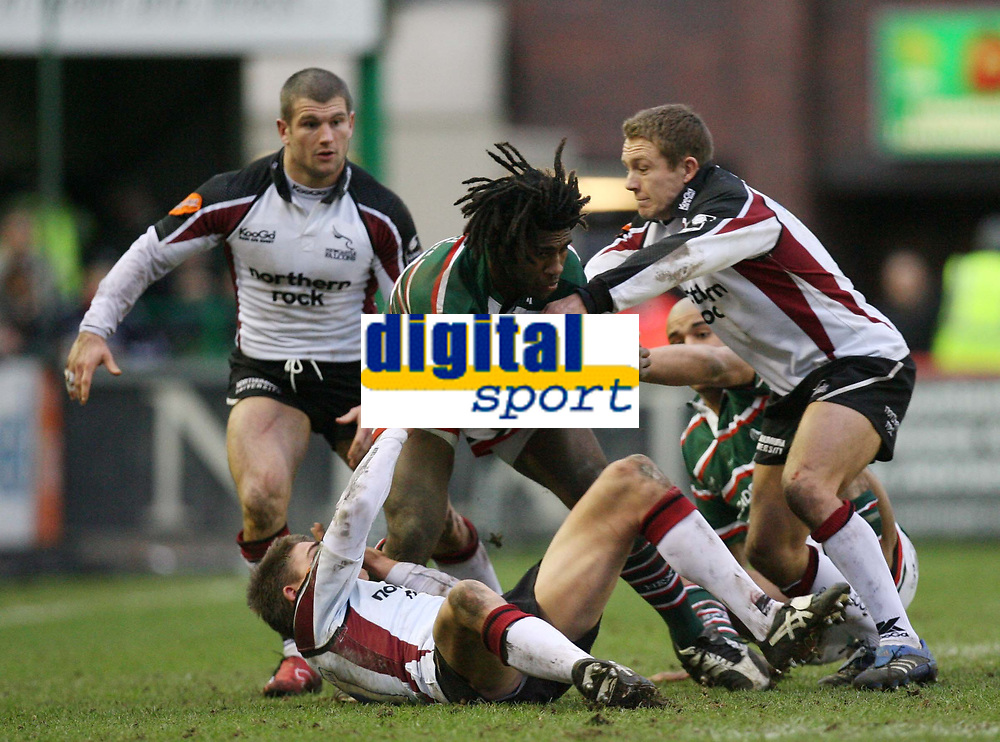 Photo: Rich Eaton.<br /> <br /> Leicester Tigers v Newcastle Falcons. Guinness Premiership. 27/01/2007. Jonny Wilkinson of Newcastle Falcons right assists Toby Flood in tackling Seru Rabenij