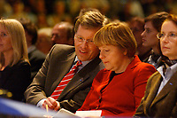 12 JAN 2003, BRAUNSCHWEIG/GERMANY:<br /> Christian Wulff (Mi-L), CDU Landesvorsitzender Niedersachsen, und Angela Merkel (Mi-R), CDU Bundesvorsitzende, im Gespraech, Wahlkampfauftakt der CDU Niedersachsen zur Landtagswahl, Volkswagenhalle<br /> IMAGE: 20030112-01-020<br /> KEYWORDS: Spitzenkandidat, Gespräch
