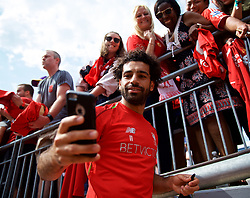 ANN ARBOR, USA - Friday, July 27, 2018: Liverpool's Mohamed Salah takes a selfie with a supporter's iPhone after a training session ahead of the preseason International Champions Cup match between Manchester United FC and Liverpool FC at the Michigan Stadium. (Pic by David Rawcliffe/Propaganda)