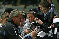 Photo: Andrew Unwin.<br /> Newcastle United v Birmingham City. The FA Cup. 17/01/2007.<br /> Birmingham's Steve Bruce signs autographs before the game.