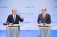 16 MAR 2017, BERLIN/GERMANY:<br /> Reiner Haseloff (L), CDU, Ministerpraesident Sachsen-Anhalt, und Erwin Sellering (R), SPD, Ministerpraesident Mecklenburg-Vorpommern, waehrend einer Pressekonferenz nach einer Sitzung der Ministerpraesidentenkonferenz, Bundesrat<br /> IMAGE: 20170316-02-016<br /> KEYWORDS: Ministerpräsidentenkonferenz, MPK