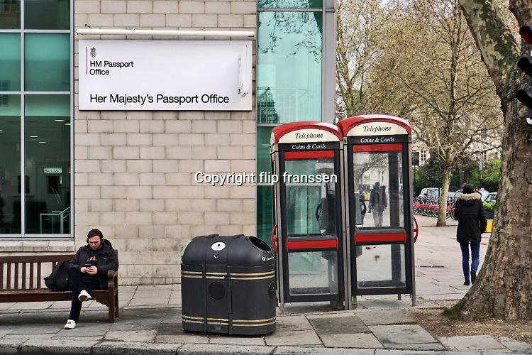 Engeland, Londen, Great Brittain, 9-4-2019Het kantoor van her majestys passport office in hartje London . Foto: Flip Franssen