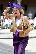 Op Prinsjesdag 2018 spreekt het staatshoofd in de Aankomst Politici Ridderzaal. Staten-Generaal van het Koninkrijk der Nederlanden in verenigde vergadering bijeen de troonrede uit. Daarin geeft de regering aan wat het regeringsbeleid zal zijn voor het komende jaar. <br /> <br /> op de foto / On the photo:   Burgemeester Den Haag  Pauline Krikke