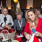 NLD/Amsterdam/20181206 - Sky Radio's Christmas Tree For Charity, Ellen Hoog, Tanja Jess en Kimberley Klaver