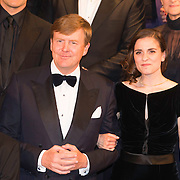 NLD/Amsterdam/20140508 - Wereldpremiere voorstelling Anne, Z.K.H. Willem Alexander met hoofdrolspeelster Anne Frank Rosa da Silva
