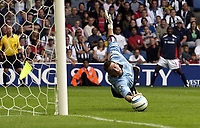 Fotball<br /> Premier League 2004/05<br /> West Bromwich v Aston Villa<br /> 22. august 2004<br /> Foto: Digitalsport<br /> NORWAY ONLY<br /> Russel Hoult makes a great save to deny Villa in the last few minutes