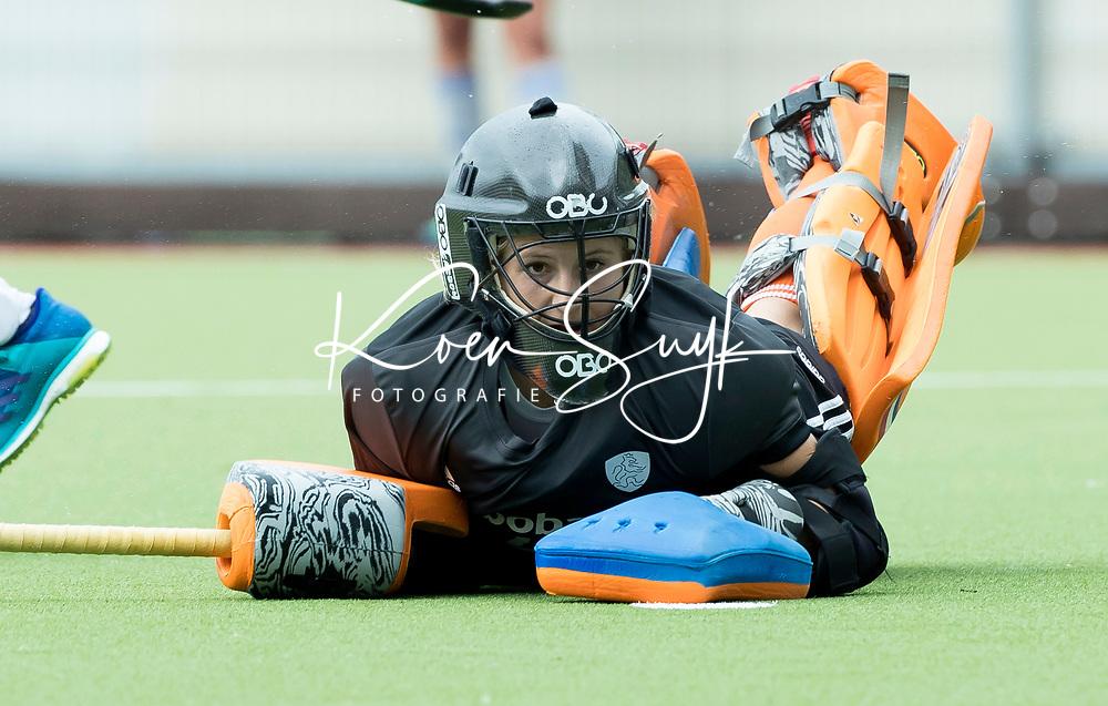 SCHIEDAM - keeper Josine Koning (Ned) bij  het nemen van shoot outs ,   na de oefenwedstrijd tussen  de dames van Nederland en Belgie , in aanloop naar het  EK Hockey, eind augustus in Amstelveen. COPYRIGHT KOEN SUYK