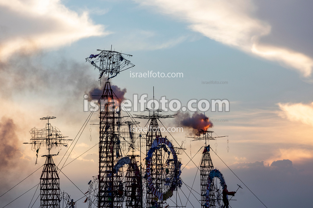 Quema de castillos de día en la Feria Internacional de la Pirotecnia 2020.  /  Daylight pyrotechnic castles being burned for the Pyrotechnics International Fair 2020.