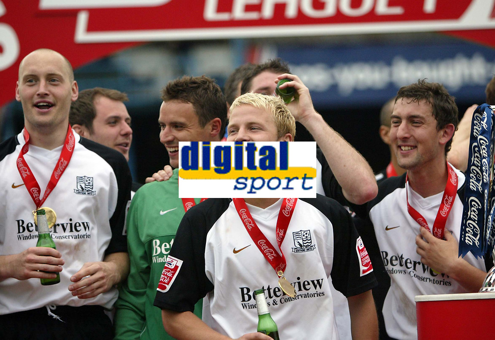 Photo: Chris Ratcliffe.<br />Southend United v Bristol City. Coca Cola League 1. 06/05/2006.<br />Southend United players celebrate, Luke Guttridge centre.