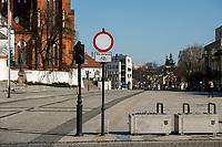 Bialystok, 25.03.2020. Opustoszale ulice miasta z powodu epidemii koronawirusa N/z plac przed Katedra fot Michal Kosc / AGENCJA WSCHOD