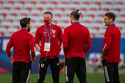 NICE, FRANCE - Wednesday, June 2, 2021: Wales' Chris Gunter and team-mates on the pitch before an international friendly match between France and Wales at the Stade Allianz Riviera ahead of the UEFA Euro 2020 tournament. (Pic by Simone Arveda/Propaganda)