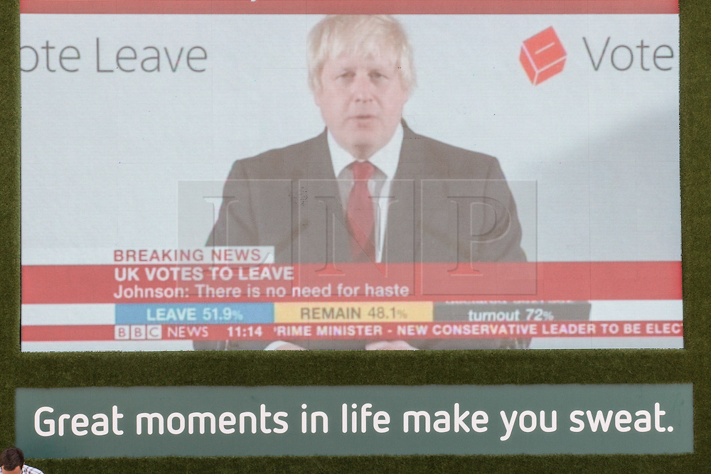 © Licensed to London News Pictures. 24/06/2016. London, UK. Boris Johnson speaks on a big screen by the London Stock Exchange for the first time since Britain's decision to leave the European Union. When markets opened this morning, the FTSE 100 dropped more than 8% in a low not seen since the financial crisis in 2012. Photo credit : Tom Nicholson/LNP