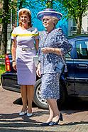 Prinses Beatrix der Nederlanden opent dinsdagmiddag 8 mei de jubileumtentoonstelling 'Beeldreflectie
