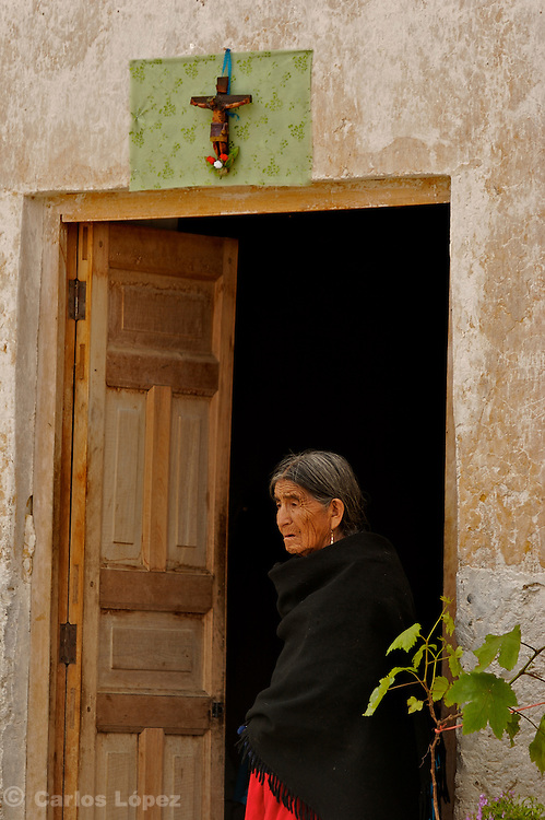 AN OLD WOMAN WATCHING THE PROCESSION OF THE LORD OF GUALAMITA.