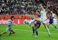 Fotball , 17. juli 2011 ,VM<br /> Japan - USA<br /> v.l. Torfrau Ayumi Kaihori, Azusa Iwashimizu (Japan), Lauren Cheney , USA<br /> <br /> Norway only